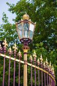 Congress Center golden fence and architecture detail in Vienna — Stock Photo