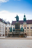 Hofburg Palace courtyard with Emperor Franz I monument — Stock Photo