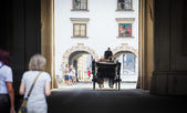 Traditional horse-driven carriage with tourists — Stock Photo
