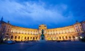 Hofburg Imperial Palace at night, Vienna — Stock Photo