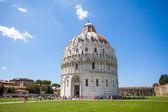 Battistero Pisa, Piazza del Duomo — Stock Photo
