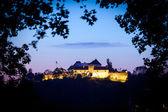 "Old fortress ""Cetatuia"" illuminated at night, Brasov — Stock Photo"