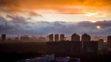 Frente atmosférica sobre cidade — Vídeo stock