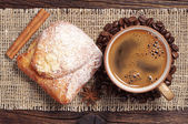 Coffee cup and fresh bun — Stock Photo