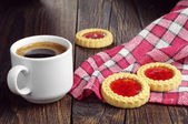 Coffee cup and tasty cookies — Stock Photo