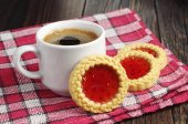 Cookies with jam and coffee cup — Stock Photo