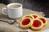 Cookies with jam and coffee — Stock Photo