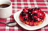 Cake with berries and coffee  — Stock Photo