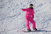 Pembe Alplerde snowboard kız — Stok fotoğraf