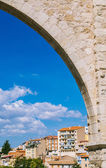 Los Arcos Aqueduct in Teruel Old Town, Aragon, Spain — Stock Photo