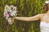 Bride with a Beautiful Bouquet of Flowers — Foto Stock