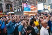 ニューヨーク - 6 月 11 日: スクリーン ショーを楽しんで人 — ストック写真
