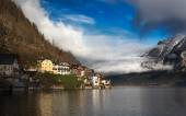 Clouds at Lake Hallstatt, Salzkammergut, Austrian Alps — Stock Photo