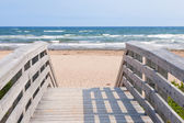 Entrance to Atlantic ocean beach — Stockfoto
