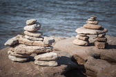 Two stacked stone cairns — Stock Photo