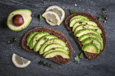 Avocado on dark rye bread — Stock Photo