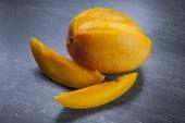 Fresh cut mango — Stock Photo