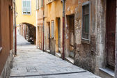 Old houses on narrow street in Villefranche-sur-Mer — Stock Photo