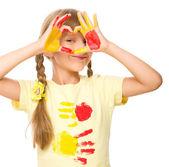 Portret van een schattig meisje spelen met verf — Stockfoto