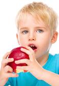 Retrato de um garotinho fofo com maçã vermelha — Fotografia Stock