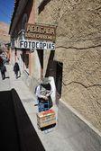 Habitantes locales en calles de la ciudad — Foto de Stock