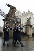 Changing of the guard of honor guards at the Presidential Palace in Prague Castle. — Stok fotoğraf