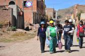 Residents of the town of Copacabana  on lake Titicaca — Stockfoto