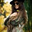 Autumn fashion woman outdoor — Zdjęcie stockowe #57657377