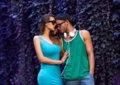时尚夫妇与太阳镜 — 图库照片