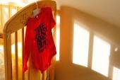Koszula czerwony dziecko — Zdjęcie stockowe