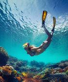 Dáma v moři — Stock fotografie