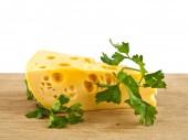 Sýr na dřevěný stůl — Stock fotografie