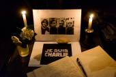 Gathering in tribute to the victims of the Paris terrorist attac — Stockfoto