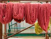 Wool hanging in a carpet factory — Stock Photo
