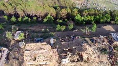 Beschädigte Häuser durch Nepal Erdbeben — Stockvideo