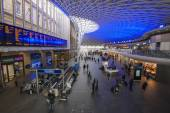 London Kings Cross station with commuters — Stock Photo