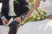 Bride and groom at a wedding ceremony — Stock Photo