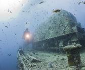 Diver exploring a large shipwreck — Stock Photo