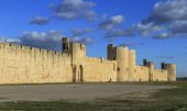 Fortification of aigues mortes — Stock Photo