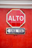 Stop and one way signs in spanish alto una via — Stock Photo