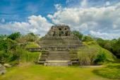 Xunantunich maya site ruins in belize — Stockfoto