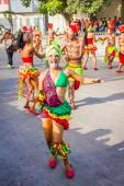 Performers with colorful and elaborate costumes participate in Colombias most important folklore celebration, the Carnival of Barranquilla, Colombia — Stock Photo