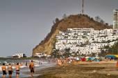 Unidentified tourists enjoying the popular beach of Same. — Stock Photo