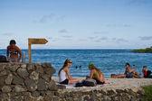 Tourists relaxing in Alemanes Beach in Santa Cruz, Galapagos Islands — Stock Photo