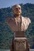 Bronze sculpture of Eloy Alfaro, historic liberal Ecuadorian president. Main plaza, Montecristi — Stock Photo
