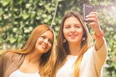Girls outdoors posing for selfie — Stock Photo