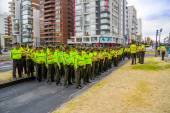 Large group police officers line up formation as part of preparing for arrival motorcade Pope Francis South America tour in Quito, Ecuador — Stock Photo
