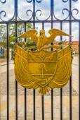 Golden coat of arms in a gate at the Presidential residence, Bogota, Colombia — Stock Photo