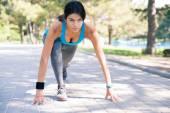 Sportliche Frau Läufer in Startposition — Stockfoto