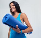 Fitness woman holding yoga mat — Stock Photo